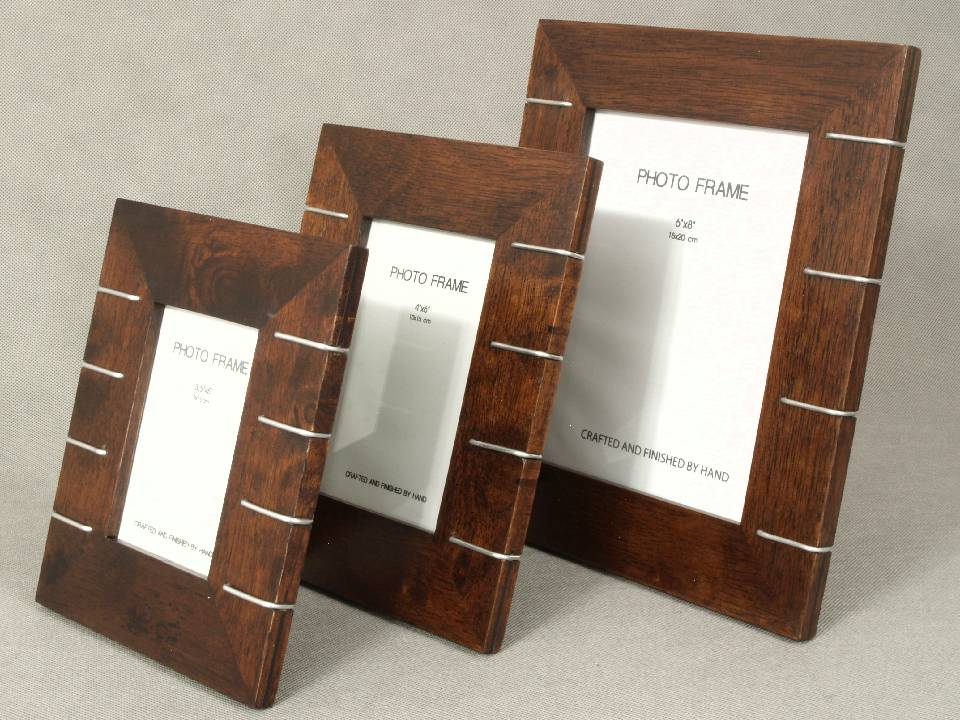 CLASSIC WOODEN PHOTO FRAMES
